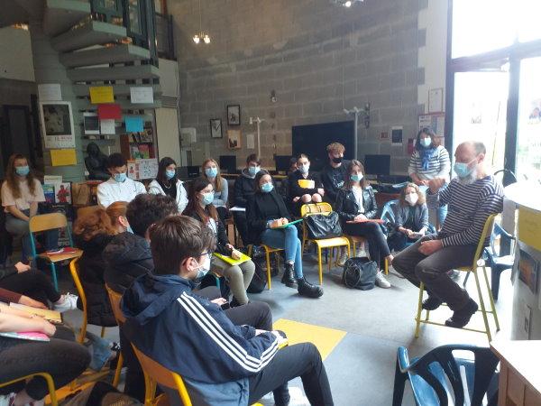 2 heures avec Timotéo Sergoï, poète et des élèves du Lycée Marguerite de Verdun