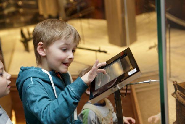 25/11_Histoires virtuelles : quand le jeune enfant rencontre le livre numérique