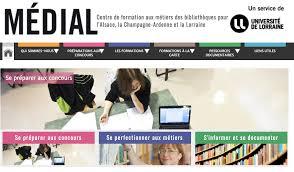 E-administration en bibliothèque : que font et que peuvent faire les bibliothécaires ?
